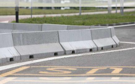 road barrier beton adalah